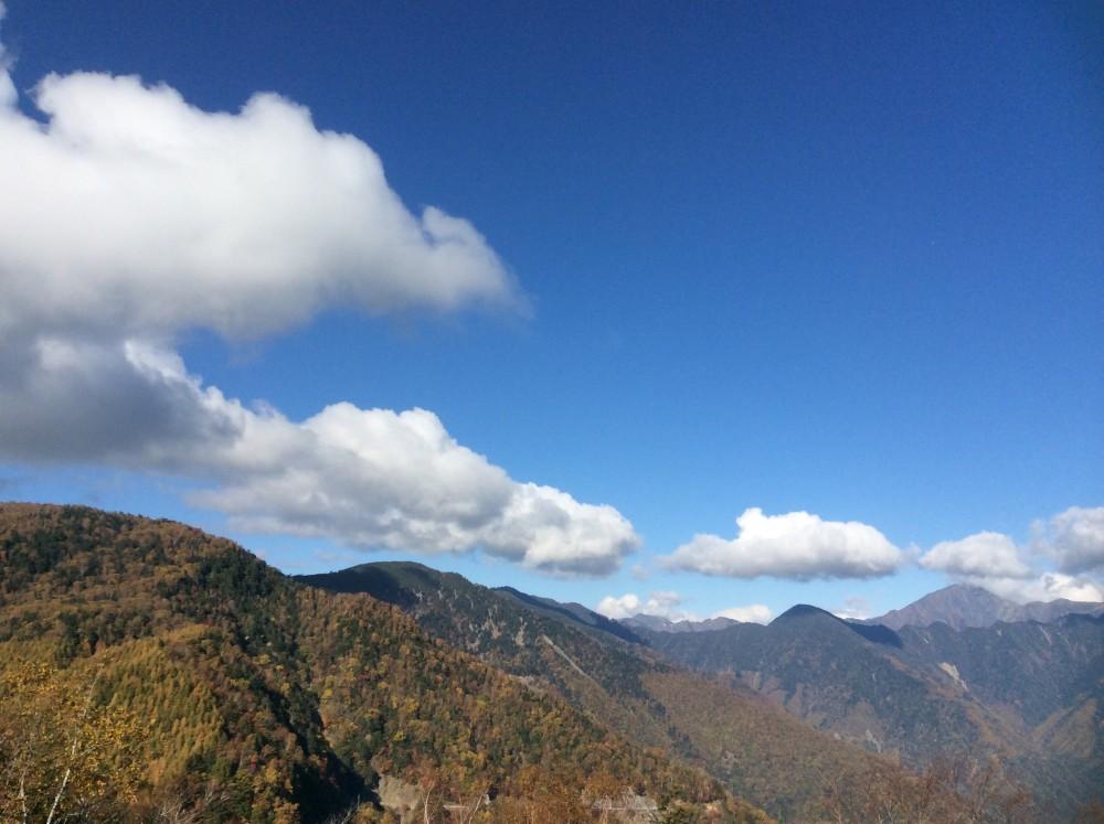 南アルプス大展望 しらびそ高原と 紅葉の下栗の里ハイキング